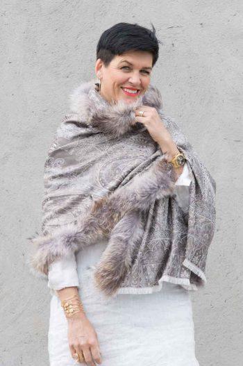 A.M de Paris skjerf NIMES silke/ull med coyote pels grå