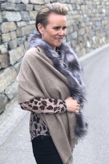 A.M de Paris skjerf Sierra chale 100 % alpakka + fur border fox VULPES beige