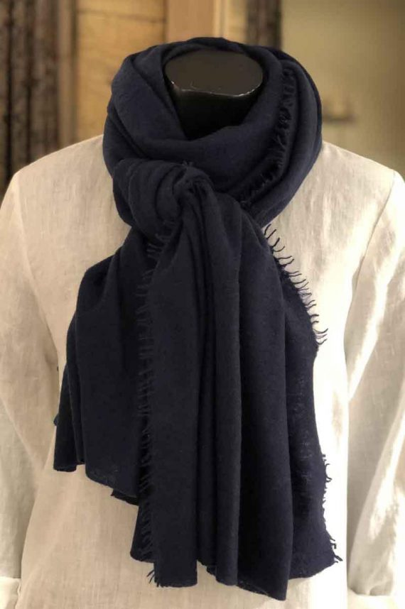 Balmuir-Helsinki-scarf-Cashmere-Midnight_1558010165.jpg